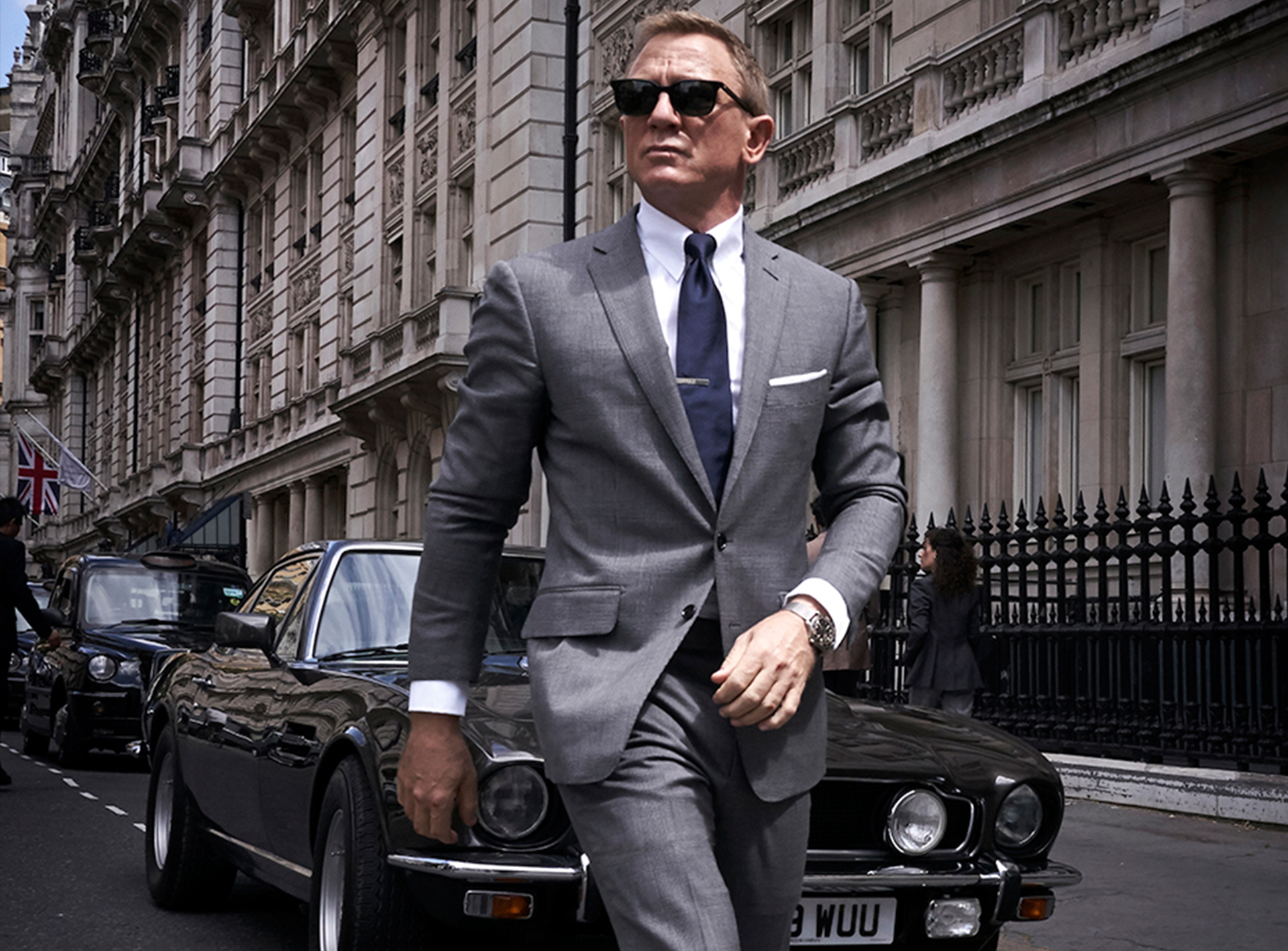 Daniel Craig Films With The Aston Martin V8
