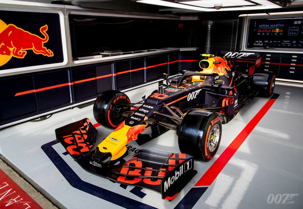 007 AND ASTON MARTIN RED BULL RACING TEAM UP
