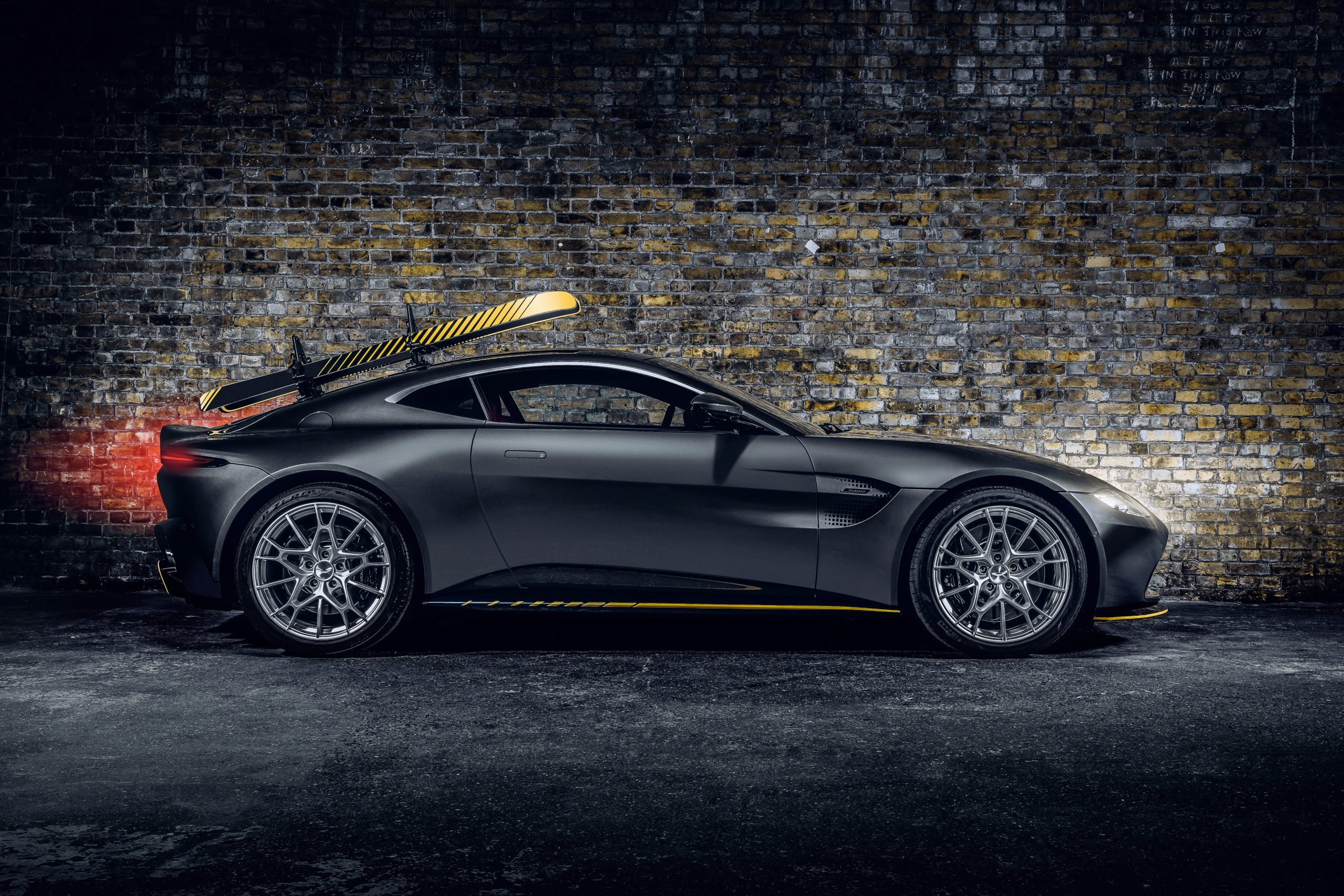 Aston Martin Vantage 007 Edition 02 James Bond 007