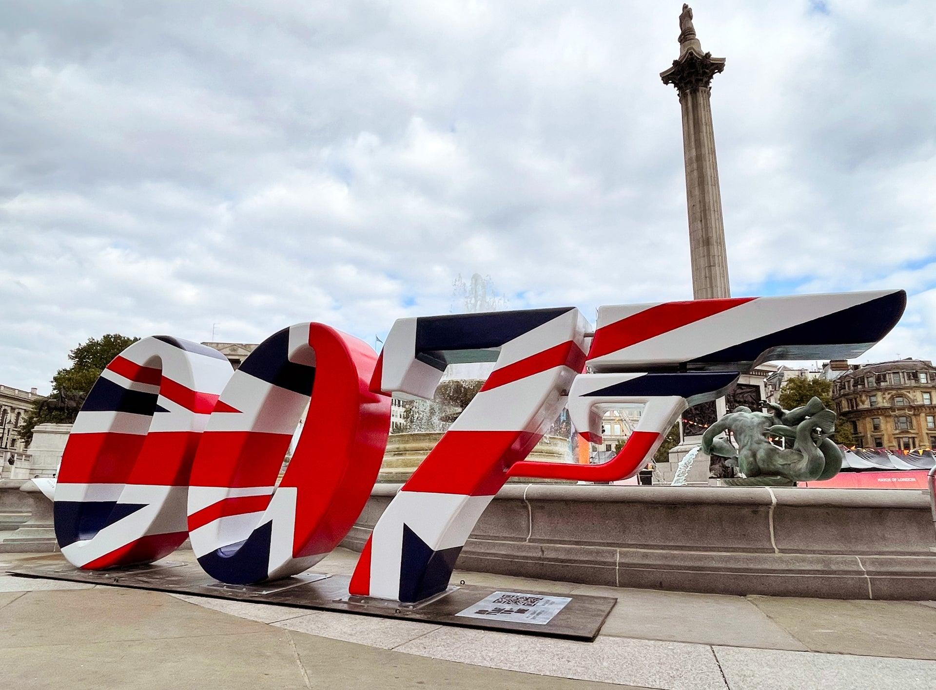 007 Sculpture In Trafalgar Square